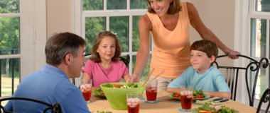 family_eating_lunch_1